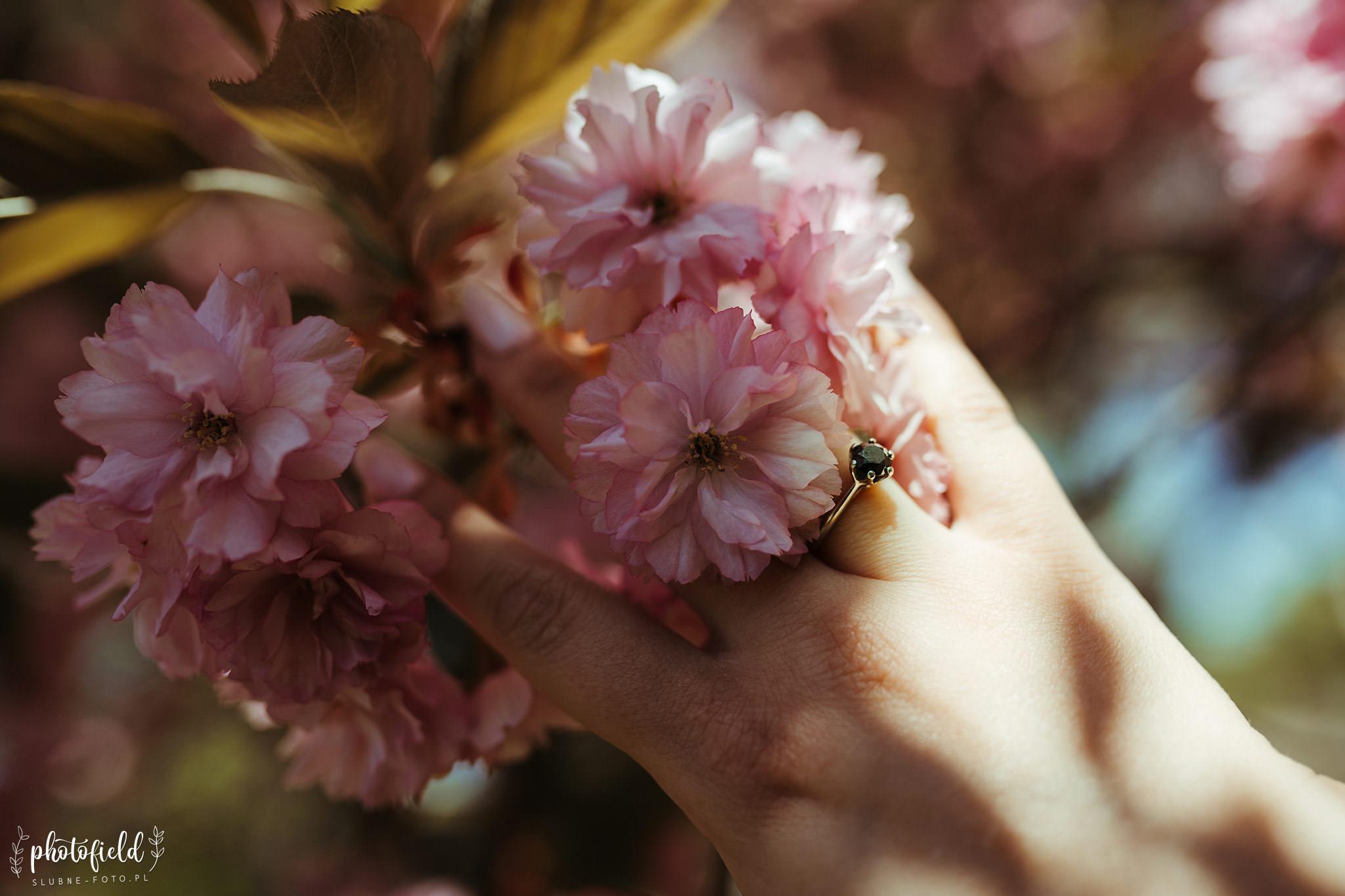 Wiosenna sesja zaręczynowa narzeczeńska - fotograf Łódź