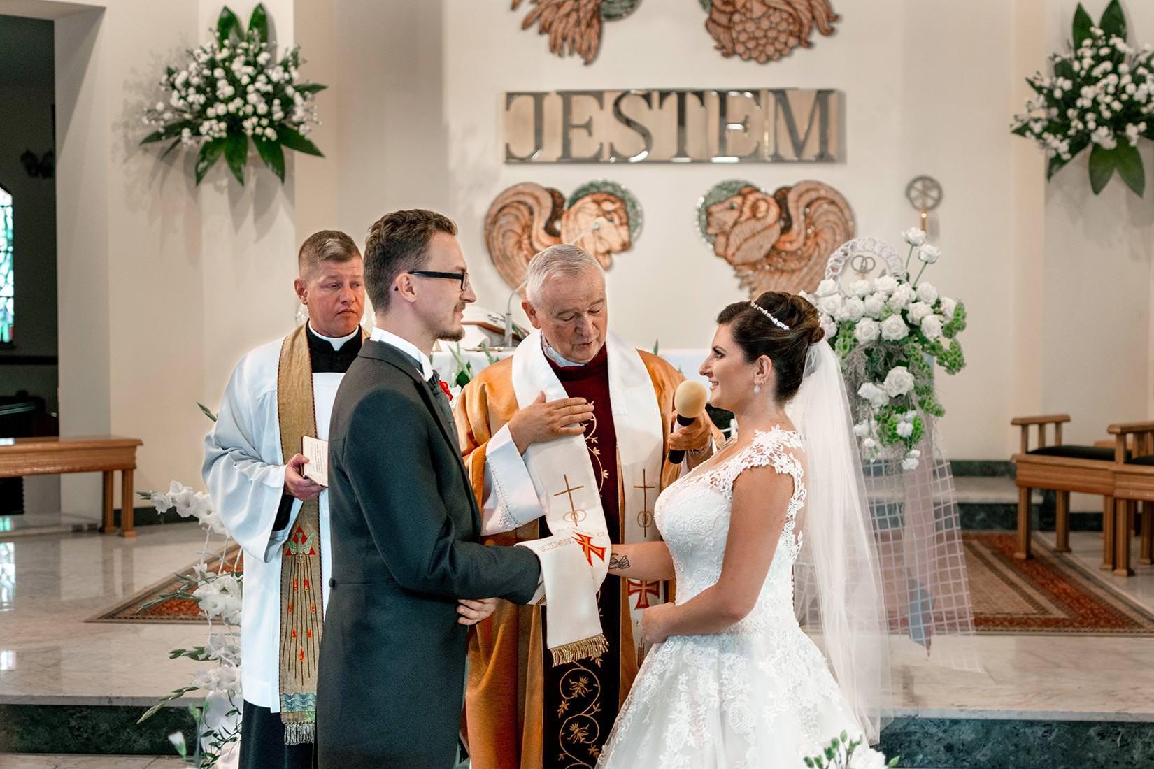 zdjęcia ślubne kościół